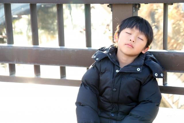 眠い男の子