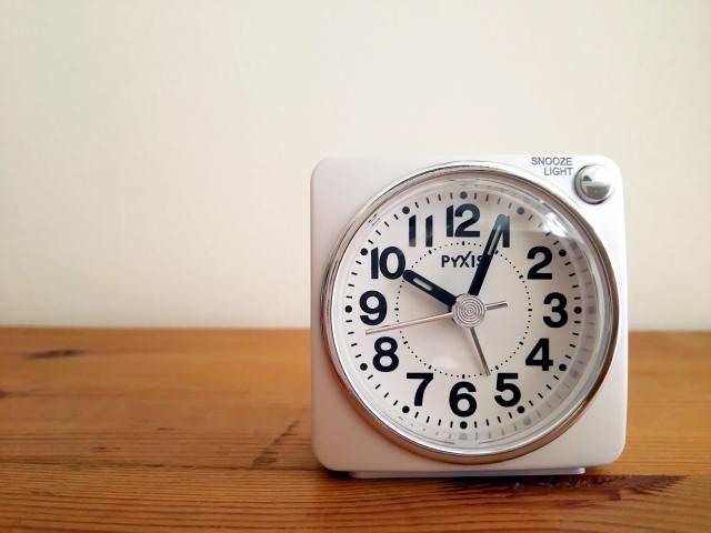 10時の白い時計