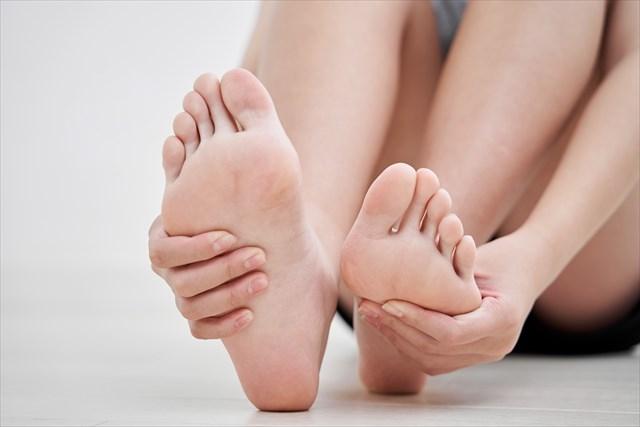 女性 足の裏