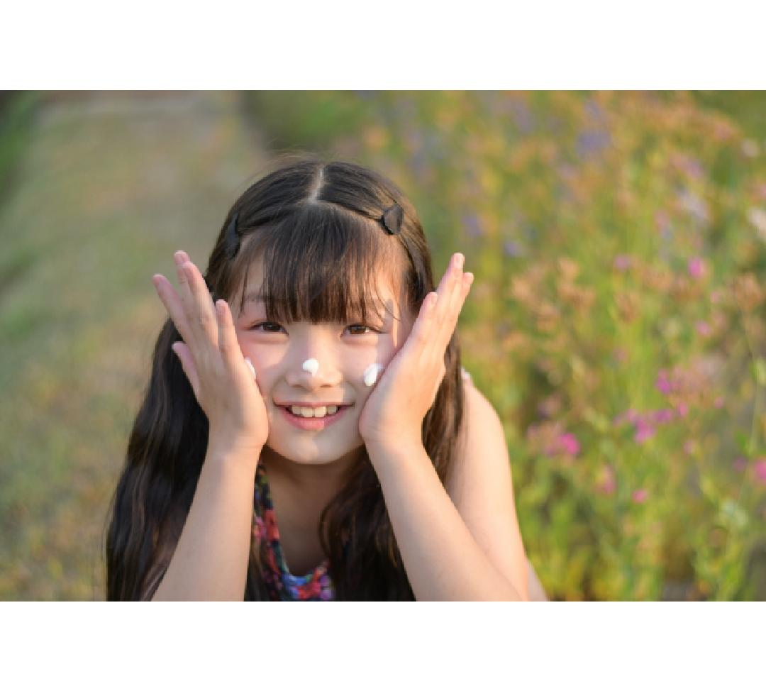 顔に塗る女の子_instagram